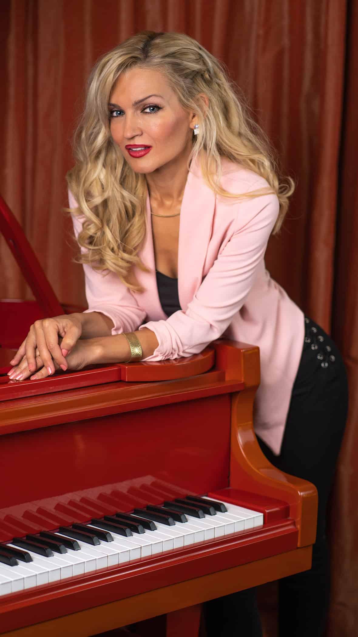 Oksana Kolesnikova Red Piano 09182